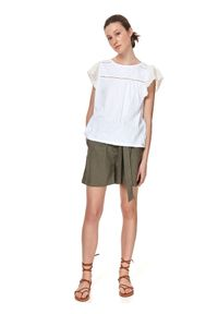 TOP SECRET - Dzianinowa bluzka z falbankami. Typ kołnierza: kołnierz z falbankami. Kolor: biały. Materiał: dzianina. Długość rękawa: krótki rękaw. Długość: krótkie. Wzór: koronka, ażurowy. Sezon: lato. Styl: wizytowy, elegancki