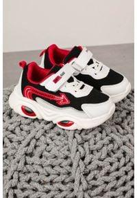Casu - czarne buty sportowe na rzep casu 20t6/m. Zapięcie: rzepy. Kolor: czarny