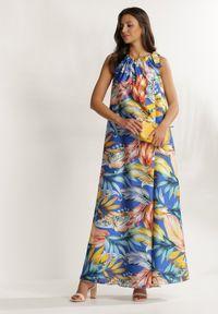 Renee - Niebieska Sukienka Iphisnixi. Typ kołnierza: kokarda, dekolt halter. Kolor: niebieski. Długość rękawa: bez rękawów. Wzór: aplikacja. Styl: wakacyjny. Długość: maxi
