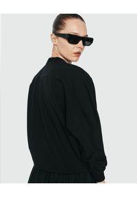 ANIA KUCZYŃSKA - Czarna bluza Anouk. Okazja: na co dzień. Kolor: czarny. Materiał: wiskoza, elastan. Styl: sportowy, klasyczny, casual
