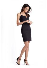 IVON - Ołówkowa Czarna Sukienka na Cienkich Ramiączkach. Kolor: czarny. Materiał: wiskoza, nylon, elastan. Długość rękawa: na ramiączkach. Typ sukienki: ołówkowe