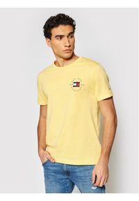 TOMMY HILFIGER - Tommy Hilfiger T-Shirt Circle MW0MW17680 Żółty Regular Fit. Kolor: żółty
