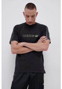 adidas Originals - T-shirt bawełniany. Okazja: na co dzień. Kolor: czarny. Materiał: bawełna. Wzór: aplikacja. Styl: casual