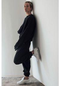 MUUV. - Bluza bawełniana Mild Cotton. Kolor: czarny. Materiał: bawełna. Długość rękawa: długi rękaw. Długość: długie. Sezon: lato, wiosna