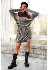 Lemoniade - Welurowa sukienka mini z kapturem bawełniana szara. Typ kołnierza: kaptur. Kolor: szary. Materiał: welur, bawełna. Długość rękawa: długi rękaw. Styl: elegancki. Długość: mini