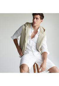 Reserved - Jeansowe szorty regular - Biały. Kolor: biały. Materiał: jeans