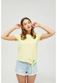 MOODO - T-shirt z wiązaniem. Materiał: bawełna. Długość rękawa: krótki rękaw. Długość: krótkie. Wzór: gładki. Styl: klasyczny