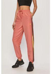 adidas Originals - Spodnie. Kolor: różowy