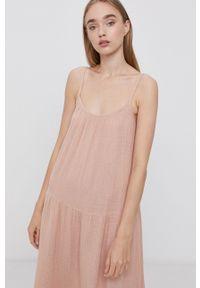 Vero Moda - Sukienka bawełniana. Kolor: różowy. Materiał: bawełna. Długość rękawa: na ramiączkach