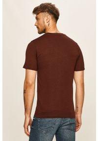 Brązowy t-shirt Selected na co dzień, casualowy