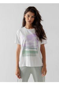 4f - T-shirt oversize z nadrukiem damski. Kolor: biały. Materiał: materiał. Wzór: nadruk