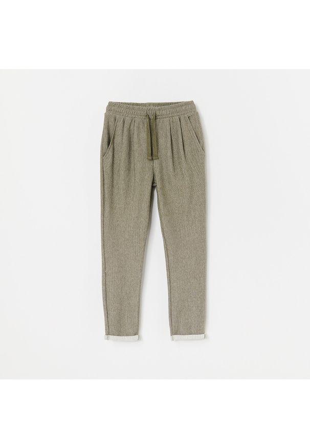 Zielone spodnie Reserved jodełka