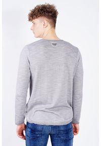 JOOP! Jeans - Jasnoszary sweter męski ze ściągaczem. Kolor: szary. Długość rękawa: długi rękaw. Długość: długie. Wzór: aplikacja