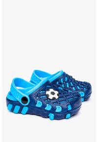 Casu - Granatowe klapki piankowe basenowe z ozdobą casu 6301a. Kolor: niebieski. Wzór: aplikacja