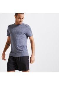 DOMYOS - Koszulka krótki rękaw fitness cardio FTS 100 męska. Kolor: szary, niebieski, wielokolorowy. Materiał: poliester, materiał. Długość rękawa: krótki rękaw. Długość: krótkie. Sport: fitness