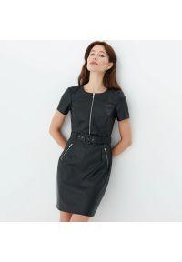 Mohito - Sukienka z imitacji skóry - Czarny. Kolor: czarny. Materiał: skóra