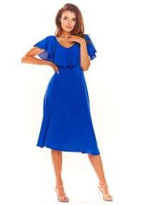 Awama - Niebieska Rozkloszowana Midi Sukienka z Falbanką przy Dekolcie. Kolor: niebieski. Materiał: elastan, poliester. Długość: midi