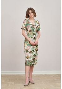 Marie Zélie - Sukienka Irmina Tokio. Materiał: poliester, materiał, wiskoza, tkanina, skóra. Długość rękawa: krótki rękaw. Wzór: napisy. Typ sukienki: proste, kopertowe