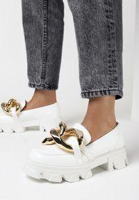 Born2be - Białe Mokasyny Laurette. Kolor: biały. Materiał: jeans. Obcas: na obcasie. Wysokość obcasa: średni