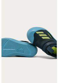 Niebieskie sandały Adidas na rzepy, z okrągłym noskiem