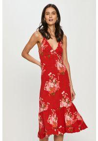 Czerwona sukienka Desigual casualowa, na ramiączkach, midi, na co dzień