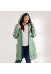 Moda Size Plus Iwanek - Pistacjowa bluza Halina XXL OVERSIZE WIOSNA. Kolor: zielony. Materiał: dzianina, dresówka, bawełna, elastan, tkanina. Długość: krótkie. Sezon: wiosna. Styl: elegancki