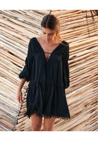 BY CABO - Sukienka mini Nammos. Kolor: czarny. Materiał: koronka, bawełna. Wzór: koronka. Styl: wakacyjny. Długość: mini