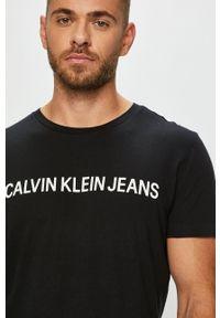 Calvin Klein Jeans - T-shirt. Okazja: na co dzień. Kolor: czarny. Materiał: dzianina. Styl: casual