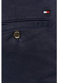 TOMMY HILFIGER - Tommy Hilfiger - Spodnie. Kolor: niebieski. Materiał: tkanina, bawełna