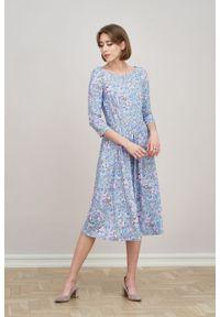 Marie Zélie - Sukienka Emelina Isara błękitna z fioletem. Kolor: niebieski. Materiał: wiskoza, dzianina, materiał, elastan, tkanina, guma. Styl: klasyczny. Długość: midi