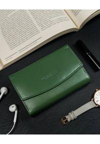 4U CAVALDI - Portfel damski zielony Cavaldi RD-DB-10-GCL-5944 D.. Kolor: zielony. Materiał: skóra