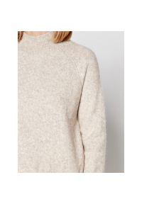 Beżowy sweter Silvian Heach