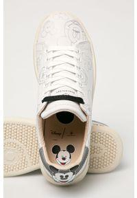 Białe sneakersy MOA Concept z cholewką, na niskim obcasie