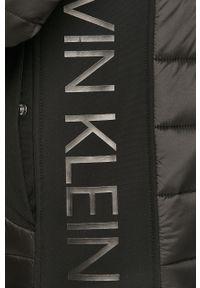 Czarna kurtka Calvin Klein casualowa, na co dzień, bez kaptura, z aplikacjami