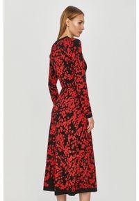 Hugo - Sukienka. Kolor: czerwony. Materiał: dzianina. Długość rękawa: długi rękaw. Typ sukienki: rozkloszowane