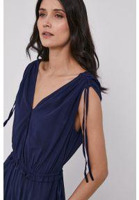 GAP - Sukienka. Kolor: niebieski. Materiał: materiał. Długość rękawa: na ramiączkach. Typ sukienki: rozkloszowane