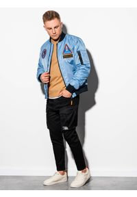 Niebieska kurtka Ombre Clothing w kolorowe wzory, na wiosnę