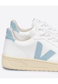 Veja - VEJA - Białe sneakersy z logo V-10 Butter Sole. Zapięcie: sznurówki. Kolor: biały. Materiał: materiał