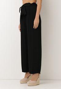 Born2be - Czarne Spodnie Szerokie Pheriko. Kolor: czarny. Materiał: tkanina, wiskoza, materiał, guma. Długość: długie. Sezon: lato