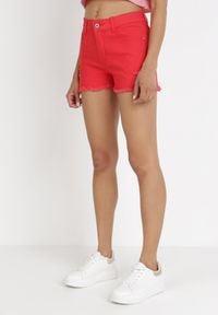 Born2be - Czerwone Szorty Acseila. Stan: podwyższony. Kolor: czerwony. Materiał: koronka. Wzór: aplikacja
