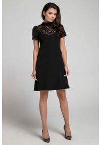 Nommo - Wizytowa Rozkloszowana Sukienka z Koronką - Czarna. Kolor: czarny. Materiał: koronka. Wzór: koronka. Styl: wizytowy