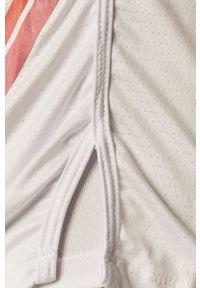 LABELLAMAFIA - LaBellaMafia - Szorty. Okazja: na co dzień. Kolor: biały. Materiał: dzianina. Wzór: nadruk. Styl: casual