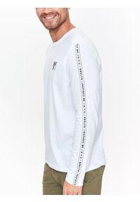 Biały t-shirt TOP SECRET długi, na co dzień