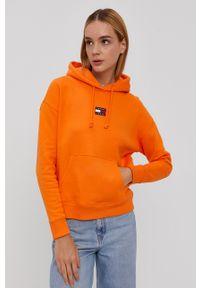 Tommy Jeans - Bluza bawełniana. Okazja: na co dzień. Typ kołnierza: kaptur. Kolor: pomarańczowy. Materiał: bawełna. Długość rękawa: długi rękaw. Długość: długie. Wzór: aplikacja. Styl: casual