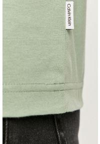 Morski t-shirt Calvin Klein na co dzień, z nadrukiem, z okrągłym kołnierzem