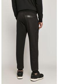 Czarne spodnie dresowe medicine