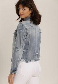 Renee - Jasnoniebieska Kurtka Jeansowa Celalina. Kolor: niebieski. Materiał: jeans. Długość rękawa: długi rękaw. Długość: długie