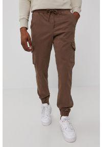 Champion - Spodnie. Kolor: brązowy