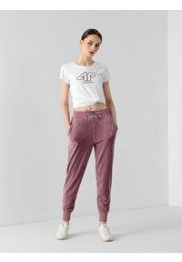 4f - Spodnie dresowe welurowe damskie. Kolor: fioletowy. Materiał: welur, dresówka. Wzór: haft