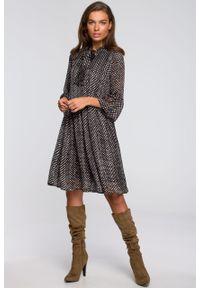 e-margeritka - Sukienka szyfonowa odcinana w pasie z falbanami - 2xl. Materiał: szyfon. Typ sukienki: proste, rozkloszowane. Styl: elegancki